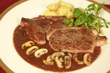 料理レッスン写真 - 元ミシュラン星シェフ直伝★みんなと焼こう!しっとり牛ロースのステーキ