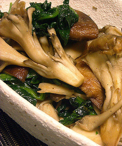 Maitake Diet! Sautéed Maitake Mushrooms and Spinach