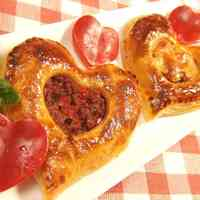 Easy with Frozen Puff Pastry Heart-shaped Meat Pie