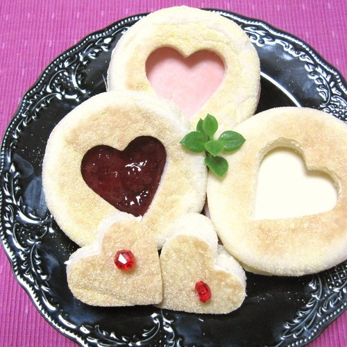 For Valentine's Day: Easy Heart-shaped Sandwiches
