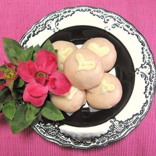 Super Easy! Red and White Heart Manju (Steamed Buns) for Valentine's Day