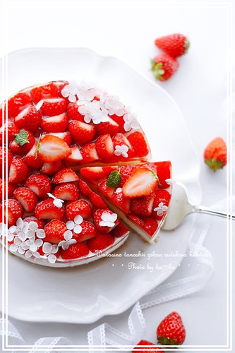 Authentic No-Bake Cheesecake With Strawberries