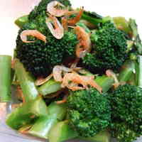 Stir-fried Broccoli and Sakura Shrimp