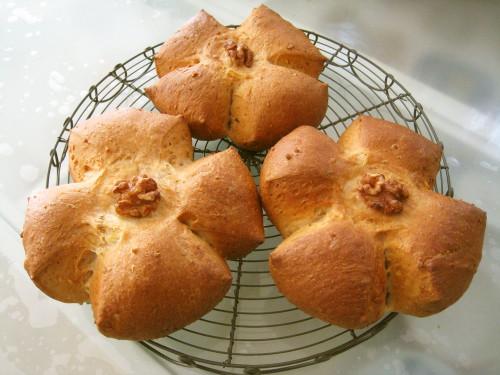 Simple Walnut Bread Rolls