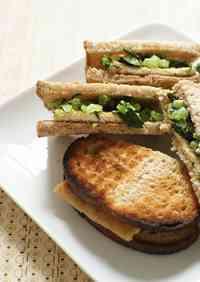Macrobiotic Deep-fried Tofu and Daikon Radish Leaves Sandwich