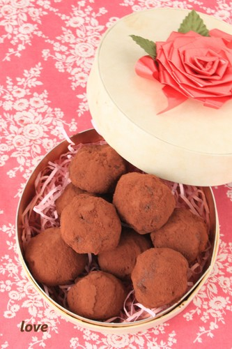 For Valentine's Day! Really Easy Soft Chocolate Truffles