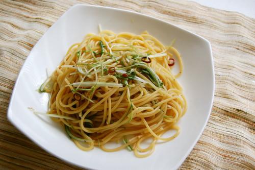 Jako (Semi-Dried Baby Sardines) and Mizuna Pasta