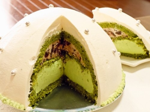 Domed Cake with Matcha Mousse