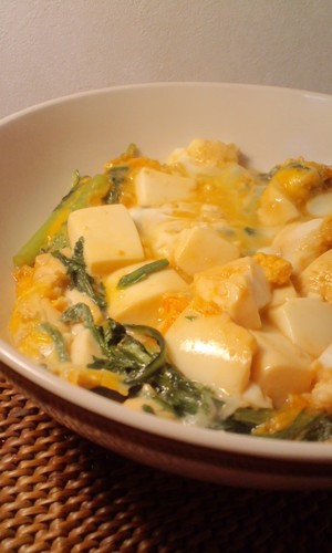 Sukiyaki-style Chrysanthemum Greens & Tofu with Scrambled Eggs