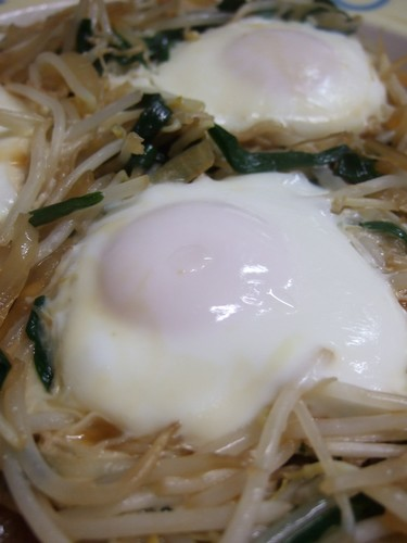 """Easy and Just 100 Yen! A Delicious """"Nest"""" of Bean Sprouts and Eggs"""