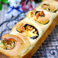 Japanese-style Bread with Pollack Roe, Seaweed, Cheese, and Chikuwa