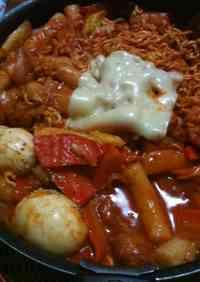 Korean Cooking: Ra-kbokki (Tteokbokki with Ramen)