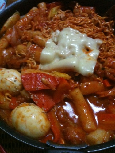Korean Cooking: Ra-kbokki (Tteokbokki with Ramen)