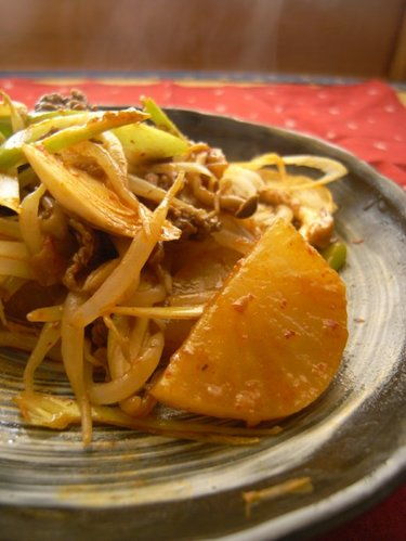 Stewed Kimchi with Beef and Daikon Radish