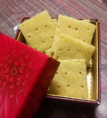 Cheese-Flavored Okara Crackers in the Microwave