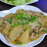 Chinese-Style Simmered Daikon Radish and Pork