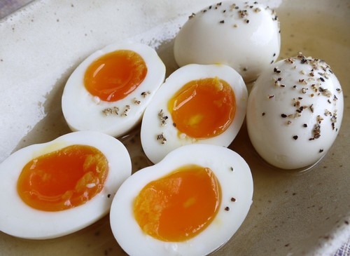 Salt-Marinated Boiled Eggs