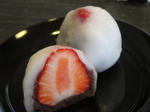 Microwaved Strawberry Daifuku (with Joshinko)
