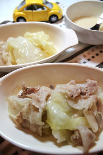 Easy Layered and Steam-Cooked Cabbage and Pork