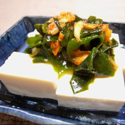 Korean-style Chilled Tofu with Wakame Seaweed