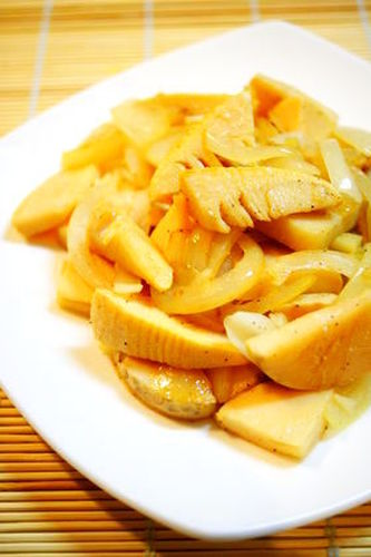 Bamboo Shoots and Spring Onion Stir-Fry with Salt and Garlic