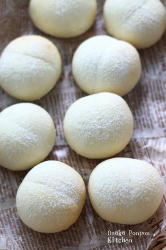 White Bread Rolls of Happiness Using Fresh Cream