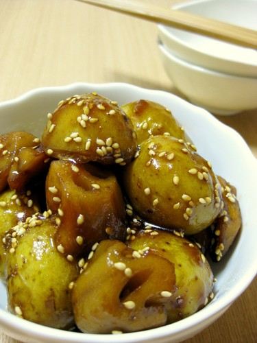 Stir-fried and Simmered New Potato and Lotus Root with Sesame Seeds