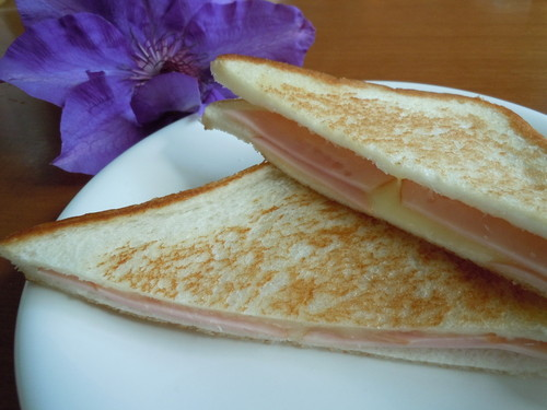 For Breakfast! Super Easy Ham and Cheese Toast Sandwich
