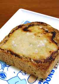[Bread] I can't believe it's not cheese! Toast with Sake Lees