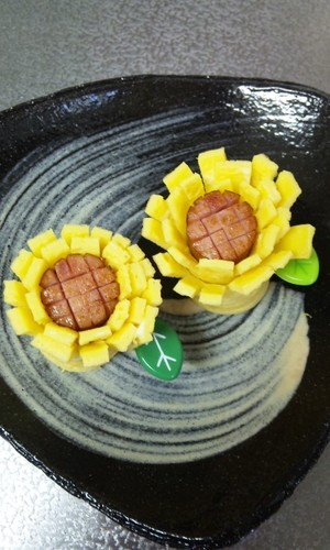 Wiener Sausage and Egg Flower For Bento