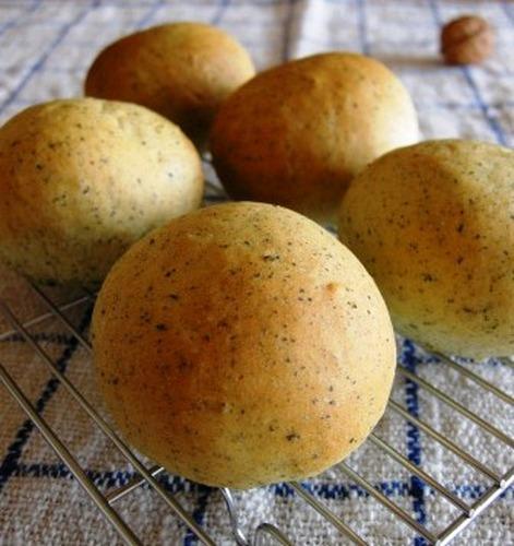 Sweet Smelling Green Tea Fluffy Bread Rolls