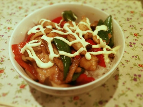 Rice Bowl with Chicken Breast and Bell Peppers Stir-Fried in Oyster Sauce
