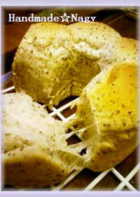 Sweet Milk Tea Ring Bread with Black Tea Leaves