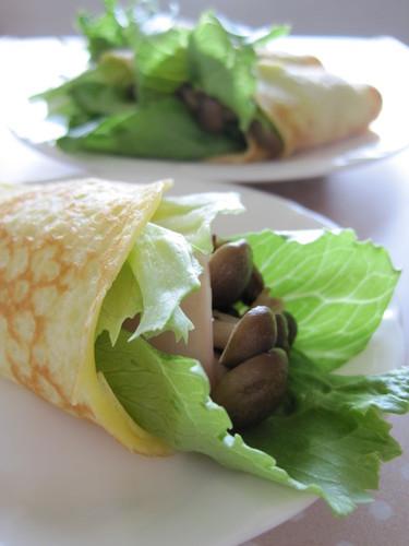 Lettuce and Mushroom Rice Flour Crepes