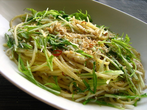 Spaghetti Aglio e Olio with Mizuna Greens and Jako Fish