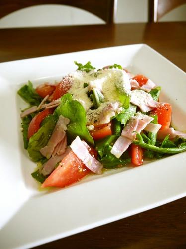 Tomato Salad with Arugula and Bacon