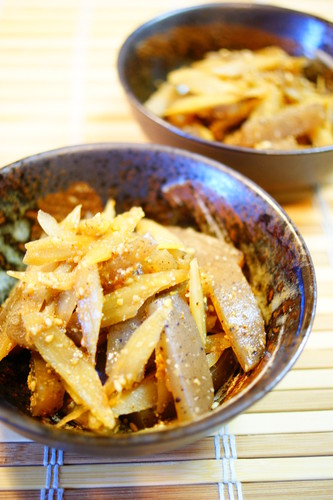 Sesame Flavored Konnyaku and Burdock Root