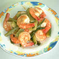 Lemon-Flavored Stir-Fried Prawns and Cucumber