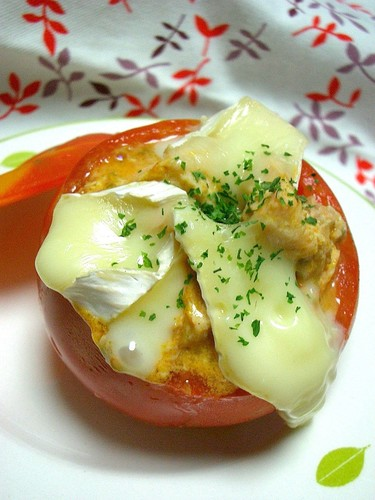 Easy Juicy Tomato Cups With Canned Salmon