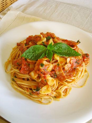 Basil and Bacon Tomato Pasta Sauce