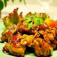 Chicken with Balsamic Vinegar Sauce and Slivered Almonds