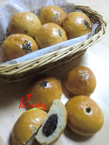 Mini Anpan with Hand-Kneaded Classic Bread Dough