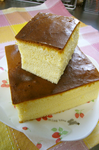 Easy! Super Thick Castella (No Need for a Tray)