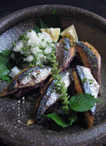 Grilled Pacific Saury Sushi with Black Rice