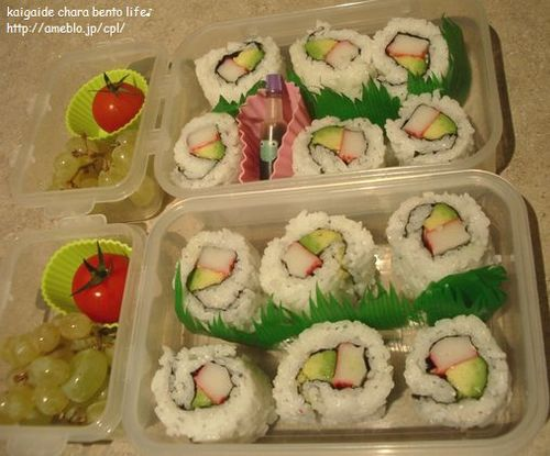 How to Roll an Inside-Out Sushi Roll (California Rolls)