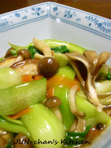 Bok Choy and Mushrooms in Oyster Sauce