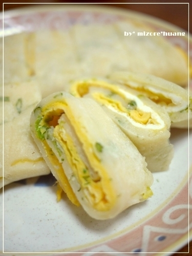 A Standard Taiwanese Breakfast: Egg Crepe (Dan Bing)
