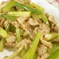 Stir-Fried Celery and Pork with Salt and Pepper