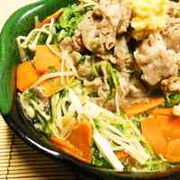 Quick Simmered Shabu-Shabu Pork and Mizuna Greens