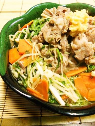 Quick Simmered Shabu-Shabu Pork and Mizuna Greens